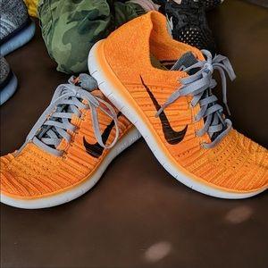Reposh Nike's Very Comfortable